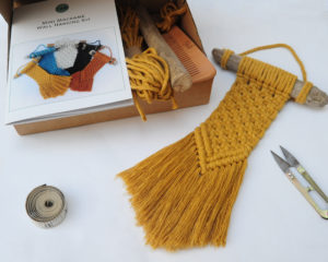 Yellow mini wall hanging kit